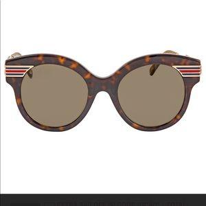 NWT Gucci GG logo Women's fashionable sunglasses
